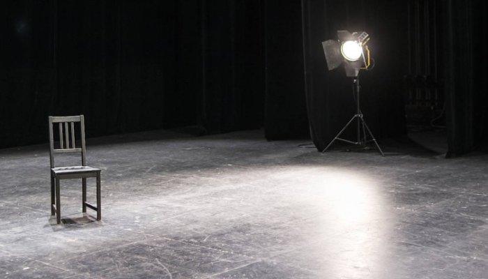 Bühne leer